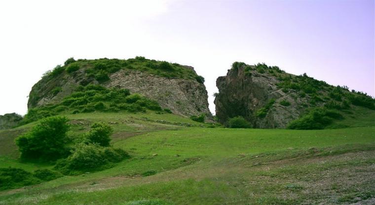 منطقه بشکافته سنگ