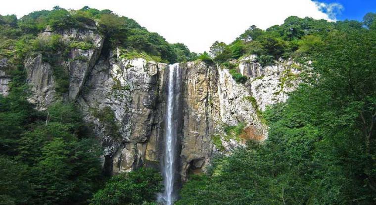 آبشار لاتون و روستای کوته کومه (همگام با آب و باد)
